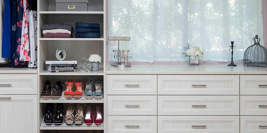 Custom Walk In Closet with Allegra Style Drawer Fronts